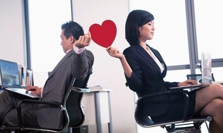 20180606222013 2018294 yeu dong nghiep tai co quan - Hẹn hò với đồng nghiệp nên hay không? Cần lưu ý điều gì về mối tình công sở này?