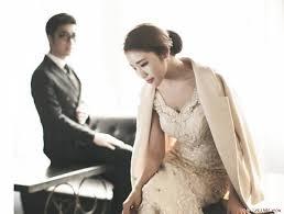 20180606222013 9149229 yeu dong nghiep tai co quan 1 - Hẹn hò với đồng nghiệp nên hay không? Cần lưu ý điều gì về mối tình công sở này?