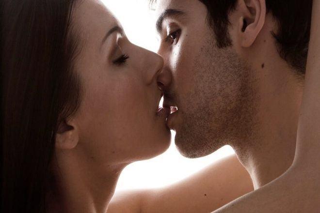 20180709214652 1969072 y nghia nu hon moi mo mat - Ý nghĩa của nụ hôn môi cho biết tính cách của chàng là người đàn ông như thế nào?